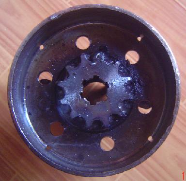 Gear dilas permanen pada drum. Agar mur mendapat drat yang cukup